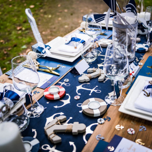 Chemin de table en lin marine ancre