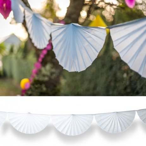 Guirlande decorative eventail blanche