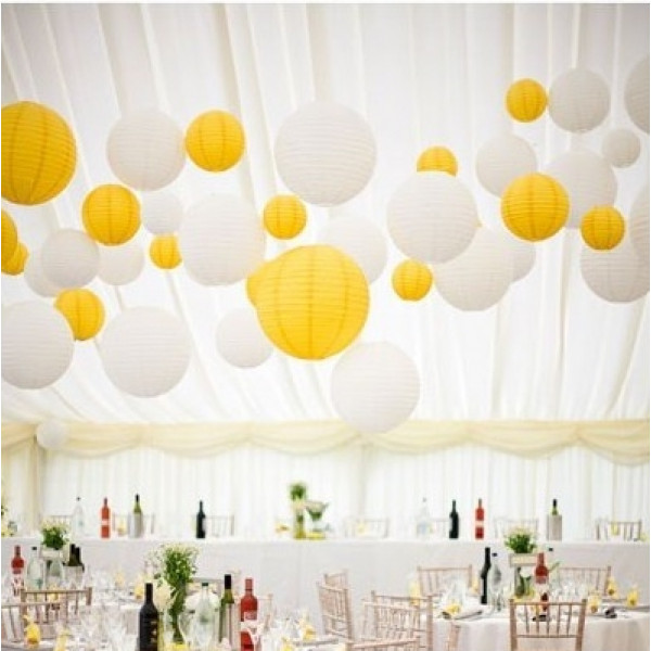 boule en papier lampion jaune 25 cm decoration mariage badaboum. Black Bedroom Furniture Sets. Home Design Ideas
