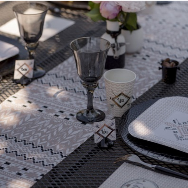 chemin de table ethnique rose decoration mariage badaboum. Black Bedroom Furniture Sets. Home Design Ideas