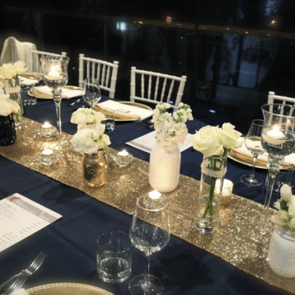 chemin de table jetable dor avec paillettes pour mariage. Black Bedroom Furniture Sets. Home Design Ideas