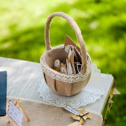 Corbeille en osier jute et dentelle decoration mariage - Decorer un panier en osier ...