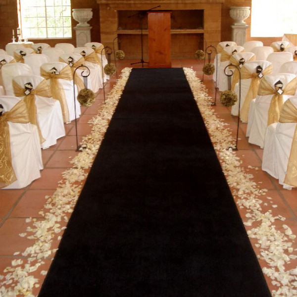 tapis d 39 eglise mariage noir 15 m tres tapis mariage pas cher badaboum. Black Bedroom Furniture Sets. Home Design Ideas