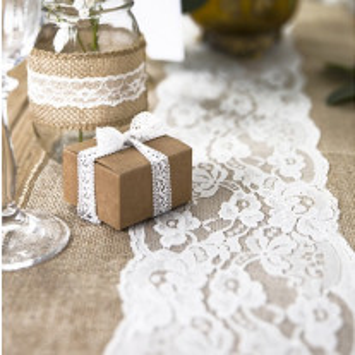 Chemin de table mariage jute et dentelle